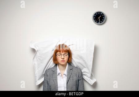 Frau im stehen eingeschlafen - Stockfoto