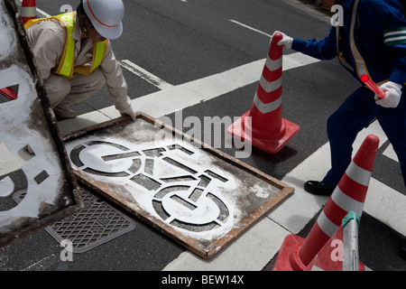 Malerei Fahrradweg Straßenmarkierungen in Tokio, Japan, auf Montag, 27. Juli 2009. - Stockfoto