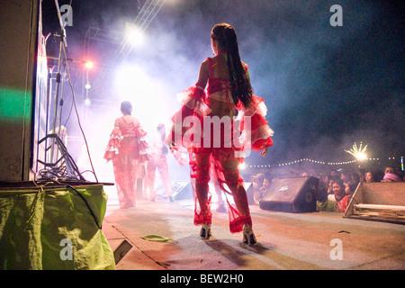 Schöne Thai Womans tanzen für Silvesterparty in Sukhothay, Thailand - Stockfoto