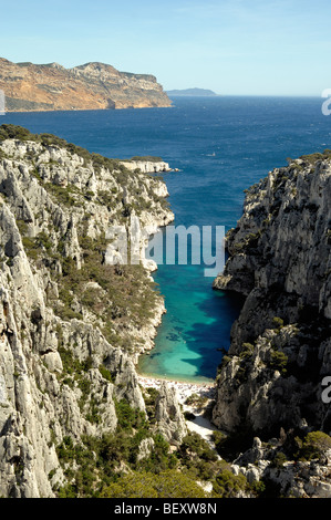 Calanque d ' en Vau oder En Vau Einlass oder Fjord in den Calanques Nationalpark & das Mittelmeer in der Nähe von - Stockfoto