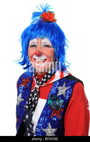 Clown gekleidet in roten, weißen und blauen lächelnd - Stockfoto