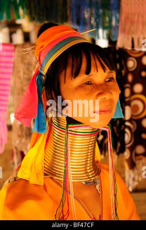 Thailand; Mae Hong Son Provinz; Nai Soi; 'Lange Necked' Frau des Karen-Stammes