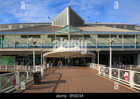 Fußgängerbrücke Eingang zum Fürsten Quay shopping Komplex, Kingston upon Hull, East Yorkshire, England, UK. - Stockfoto