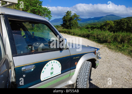 Touristischen Verkehr an malerischen Berghang auf einer Insel im Südpazifik. Bitte klicken Sie für weitere Details. - Stockfoto