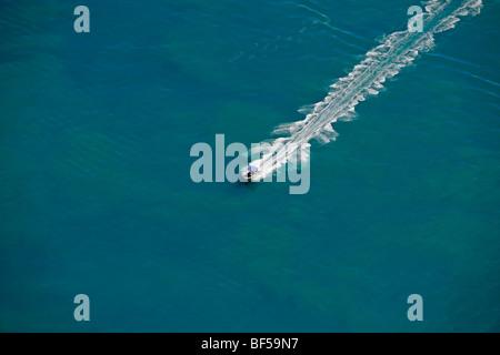 Luftaufnahme eines Bootes, Whitsunday Islands Nationalpark, Queensland, Australien - Stockfoto