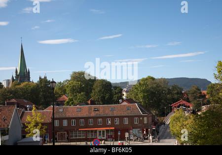 Norwegen Trondheim Baklandet Bryggen Brücke Nidaros Kathedrale - Stockfoto