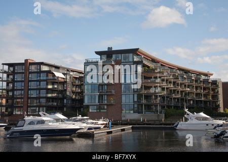 Norwegen Trondheim Baklandet Bryggen Brücke moden Architektur - Stockfoto