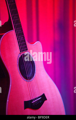 Klassische Gitarre auf der Bühne - Stockfoto
