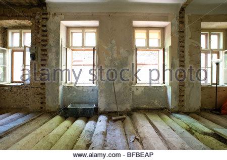 Altbausanierung, Wohnungssanierung   Renovierung Einer Alten Wohnung    Stockfoto
