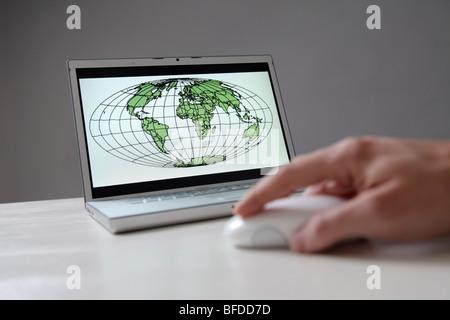 Weltkarte auf Bildschirm