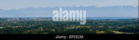 Panorama von der Innenstadt von Victoria Olympic Mountains im Hintergrund Saanich Vancouver Island in British Columbia - Stockfoto