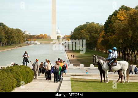 Ein Blick auf das Washington Monument und dem Capitol Gebäude aus dem Lincoln Memorial, Washington DC USA - Stockfoto