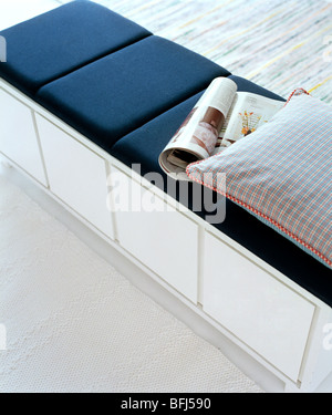 nahaufnahme von zeitungen auf einem wei en backgroung magazin stockfoto bild 8571007 alamy. Black Bedroom Furniture Sets. Home Design Ideas