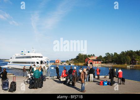 Skerry Cruiser von einem Bootssteg, Schweden. - Stockfoto