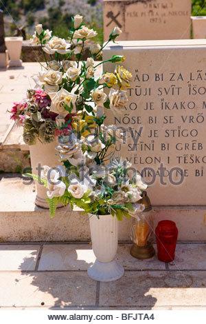 Friedhof in Škrip, Insel Brac, Kroatien - Stockfoto