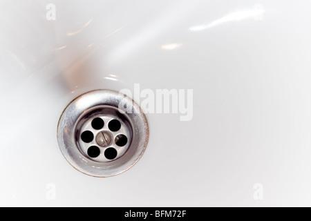 Spüle Loch in weiße Wanne - Stockfoto