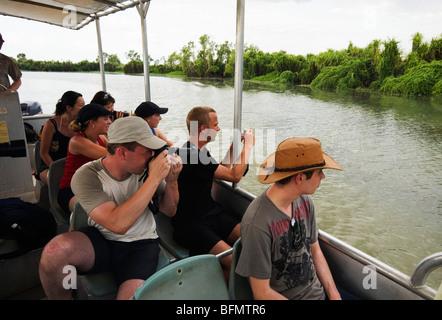 Australien, Northern Territory, Mary River National Park.  Wildtiere beobachten Kreuzfahrt in den Mary River Feuchtgebieten. - Stockfoto