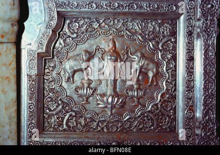 Göttin Laxmi geprägte auf Silber Tür von Karni Mata Tempel Bikaner Rajasthan Indien - Stockfoto