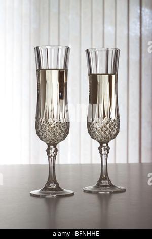 Kristall Sektgläser gefüllt mit Champagner - Stockfoto