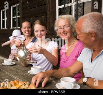 Familie aus drei Generationen - Stockfoto