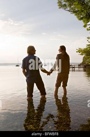 Frau und Mann in See - Stockfoto