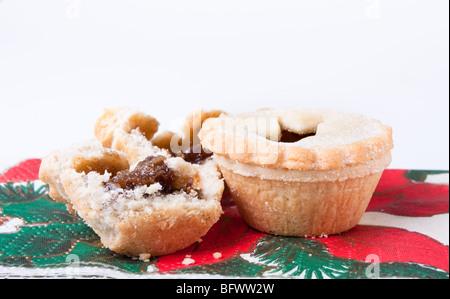 Sweet Mince Pies ruht auf thematische Servietten Weihnachten - Stockfoto