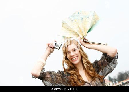 Junge Frau, Sightseeing und Shopping - Stockfoto