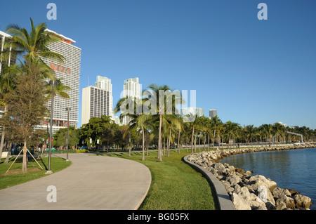 Promenade an der bayside der Innenstadt von Miami, Florida - Stockfoto