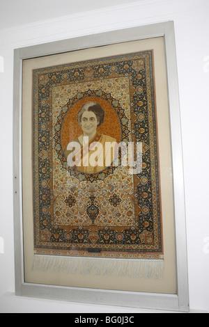 Foto von Indira Gandhi - ehemaliger Premierminister von Indien eingebettet in ein Tuch-Textil - Stockfoto