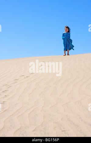 Junges Mädchen in den Dünen Maspalomas, Gran Canaria, Kanarische Inseln, Spanien, Europa - Stockfoto