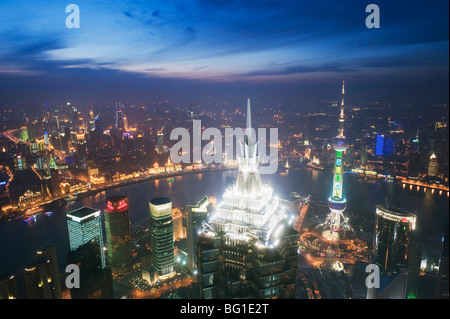 Jinmao und Pearl Towers und Pudong Skyline, Shanghai, China, Asien - Stockfoto