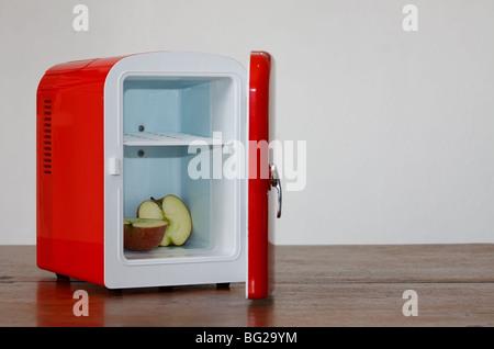 Kleiner Kühlschrank Cola : Kleiner kühlschrank rot freistehender kühlschrank bei hornbach