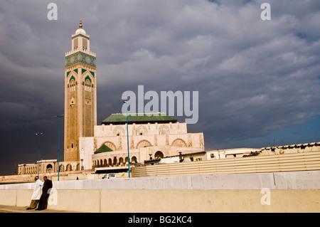 Hassan II Moschee ist die drittgrößte Moschee der Welt. Die Moschee wurde 1993 für den ehemaligen König eröffnet - Stockfoto