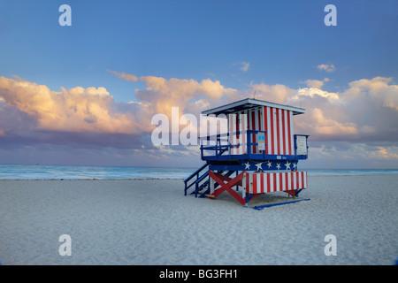 Bademeister Stand am South Beach, Miami Beach, Florida, Vereinigte Staaten von Amerika, Nordamerika Stockfoto