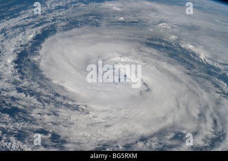 Diese Ansicht der Hurrikan-Epsilon im Atlantischen Ozean wurde am 3. Dezember 2005 fotografiert. - Stockfoto