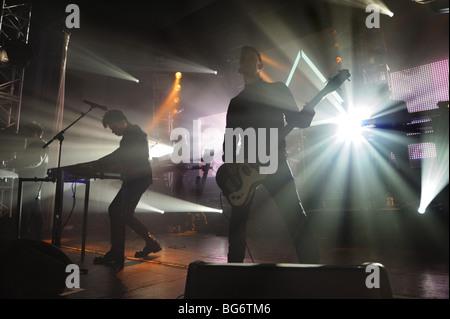 Rock star Gary Numan und seine Band im Konzert in Wolverhampton, November 2009 - Stockfoto