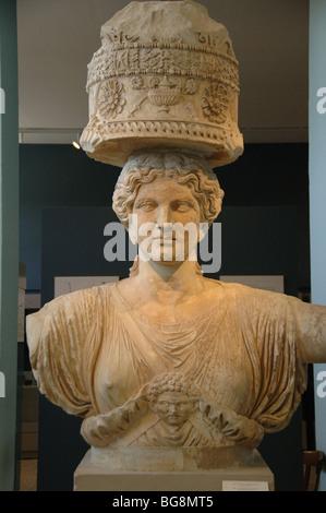 GRIECHISCHE KUNST. Griechenland. Karyatide aus kleinen Propyläen. Datiert in der zweiten Hälfte des i. Jahrhunderts - Stockfoto