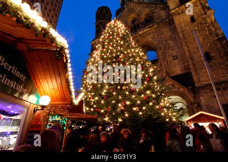 DE/DEU/BRD/Federal Republik von Deutschland/Capital Berlin. Stadt-Weihnachtsmarkt auf dem Breitscheidplatz. Großer - Stockfoto