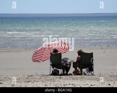 am Strand in Puerto Madryn, Ebbe, entspannen Sie am Strand - Stockfoto