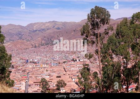 Panoramablick über die Dächer von Cuzco, Anden, Peru, Südamerika - Stockfoto