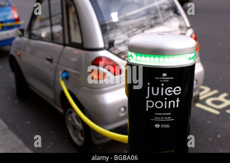 England, London, Westminster, Electric Car Saft Punkt wo Elektrofahrzeuge ihre Batterien aufladen - Stockfoto