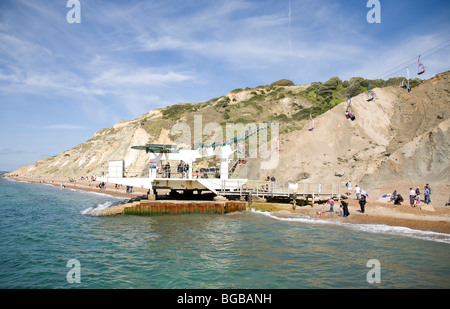 England, Isle Of Wight, Alum Bay, farbig Sand, Needle Park. Warten auf Board-Sessellift. - Stockfoto