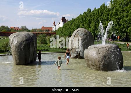 Kinder spielen im Klenzepark Park, Ingolstadt, Bayern, Deutschland, Europa - Stockfoto