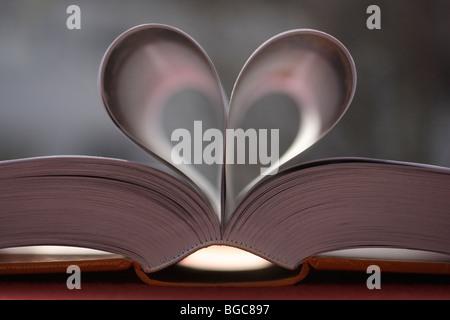 Buchseiten, Herzform - Stockfoto