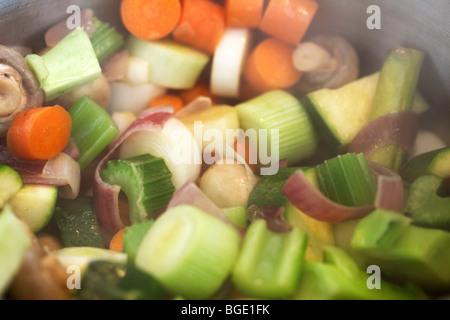 Verschiedene Arten von Wurzelgemüse in Schüssel 3 Stockfoto, Bild ...