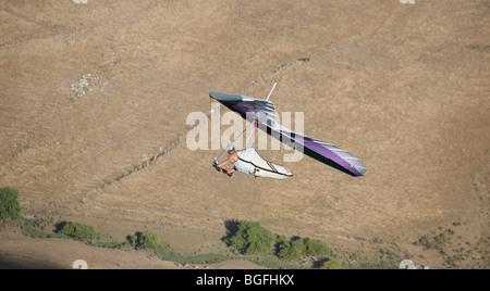Ein Hand-Segelflugzeug genießt die günstigen Flugbedingungen oft um Te Mata Peak in Hawkes Bay gefunden. - Stockfoto