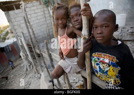 Kinder außerhalb ihres Heimatlandes in Gonaives, Abteilung Artibonite, Haiti - Stockfoto