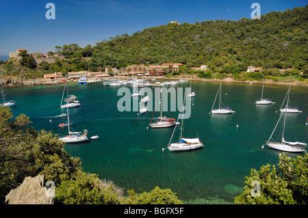 Bucht & festgemachten Jachten, Port Cros Nationalpark, Port & Hafen oder Hafen, Port-Cros Island, Îles d'Hyères, - Stockfoto