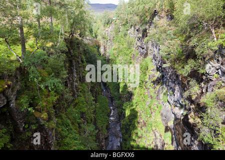 Die Meile lange Kiste Canyon in der Corrieshalloch Gorge National Nature Reserve, Braemore, Highland, Schottland - Stockfoto