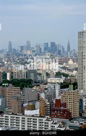 Blick auf Tokio vom 42. Stock eines Gebäudes in Shinagawa. Tokio, Japan. Shinjuku in der Ferne - Stockfoto